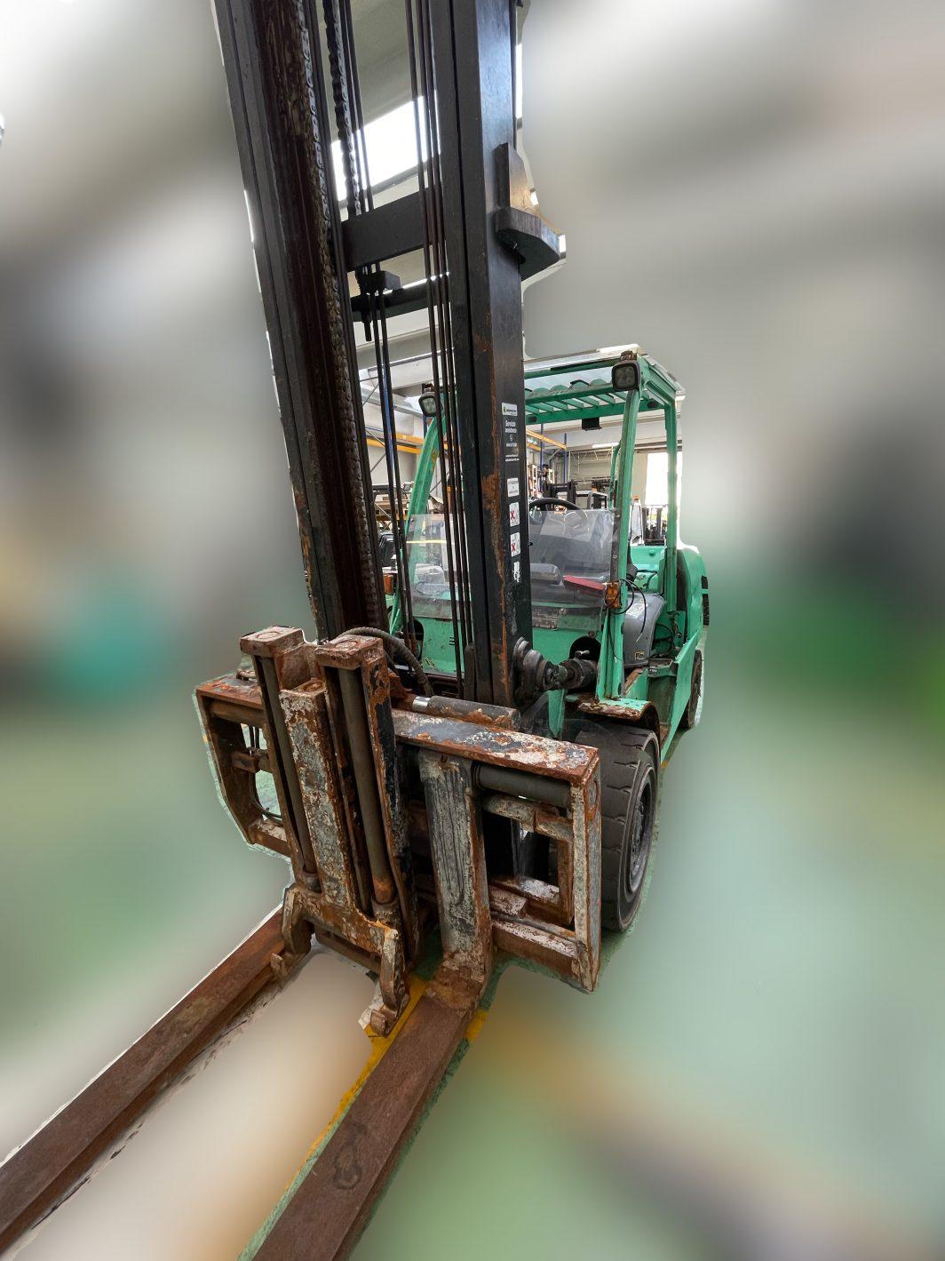 Carrello elevatore muletto usato diesel frontale da 55q 5500kg presso Degrocar Mitsubishi